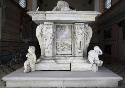 Putti aus Alabaster, Grabmal des Melchior von Hatzfeld, Bergkirche zu Laudenbach