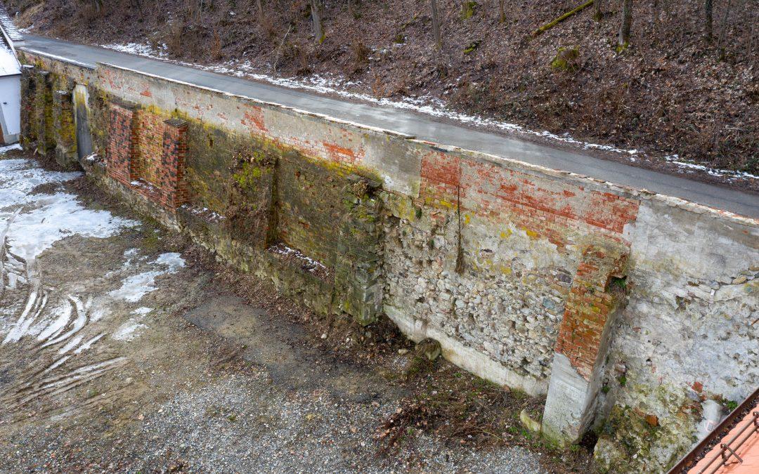 Salem, Stützmauer-Schrote